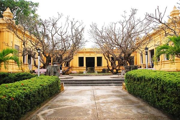 Bảo tàng cổ Viện Chàm City tour Đà Nẵng 1 ngày