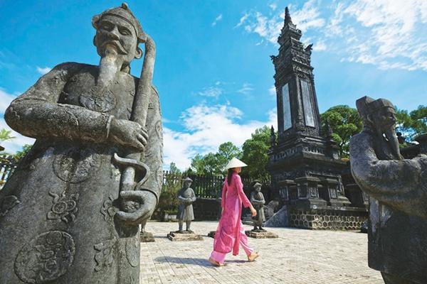 Lăng vua Khải Định huế city tour 1 ngày