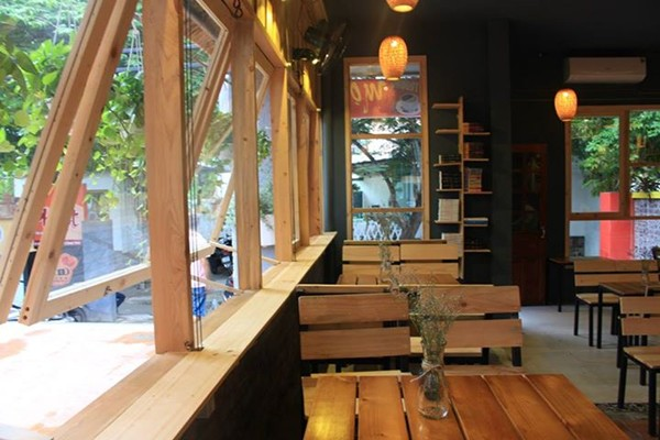 Một góc của quán Mọt Cafe Huế Mọt Cafe – Book & Audio Huế
