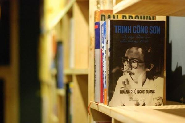 Những ai đam mê những cuốn sách hay, hãy đến Mọt Cafe Huế Mọt Cafe – Book & Audio Huế