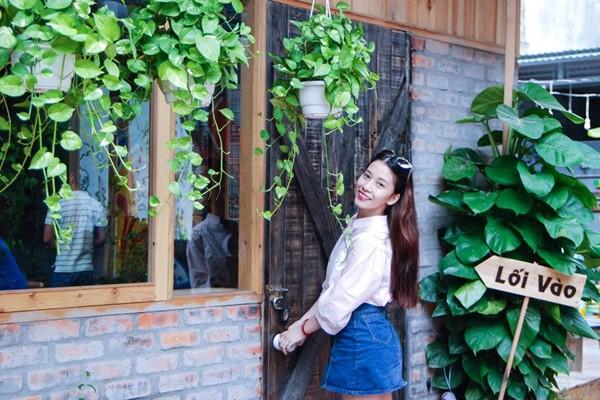 Bên ngoài Mọt Cafe Huế thiết kế nhiều cây xanh, nhìn rất bắt mắt mọt cafe huế