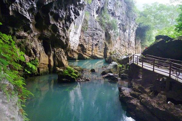 Sông Chày - Hang Tối - Quảng Bình Tour Sông Chày - Hang Tối 1 ngày từ Huế