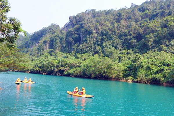 Chèo thuyền Kayak trên dòng sông Chày tour dong thien duong 1 ngay
