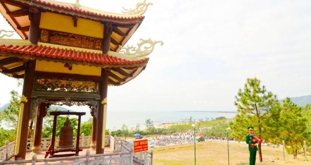Tháp chuông Vũng Chùa - Đảo Yến