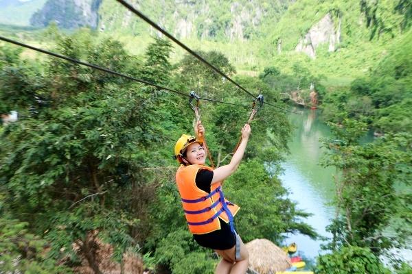 Trò Chơi Zipline trên sông Chày Tour Sông Chày - Hang Tối 1 ngày từ Huế